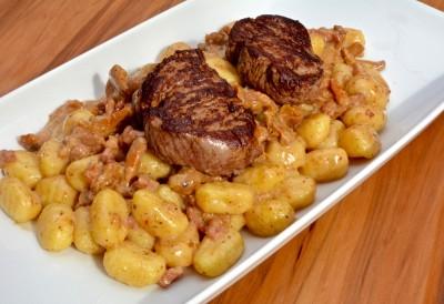 Rinderfilet mit Pfifferlings-Bacon Gnocchi