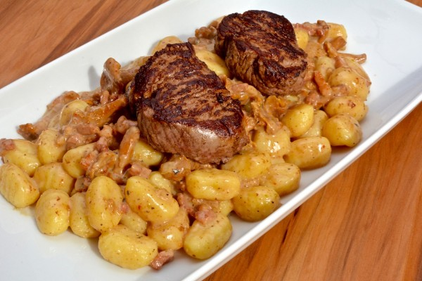 Rinderfilet mit Pfifferlings-Bacon Gnocchi